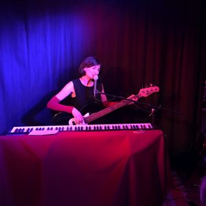 Erna Schmidt am Bass